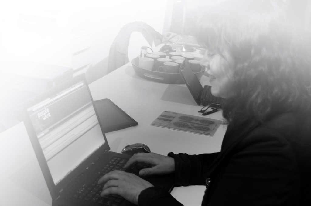 Yvette Backer van Yvelutie aan het werk